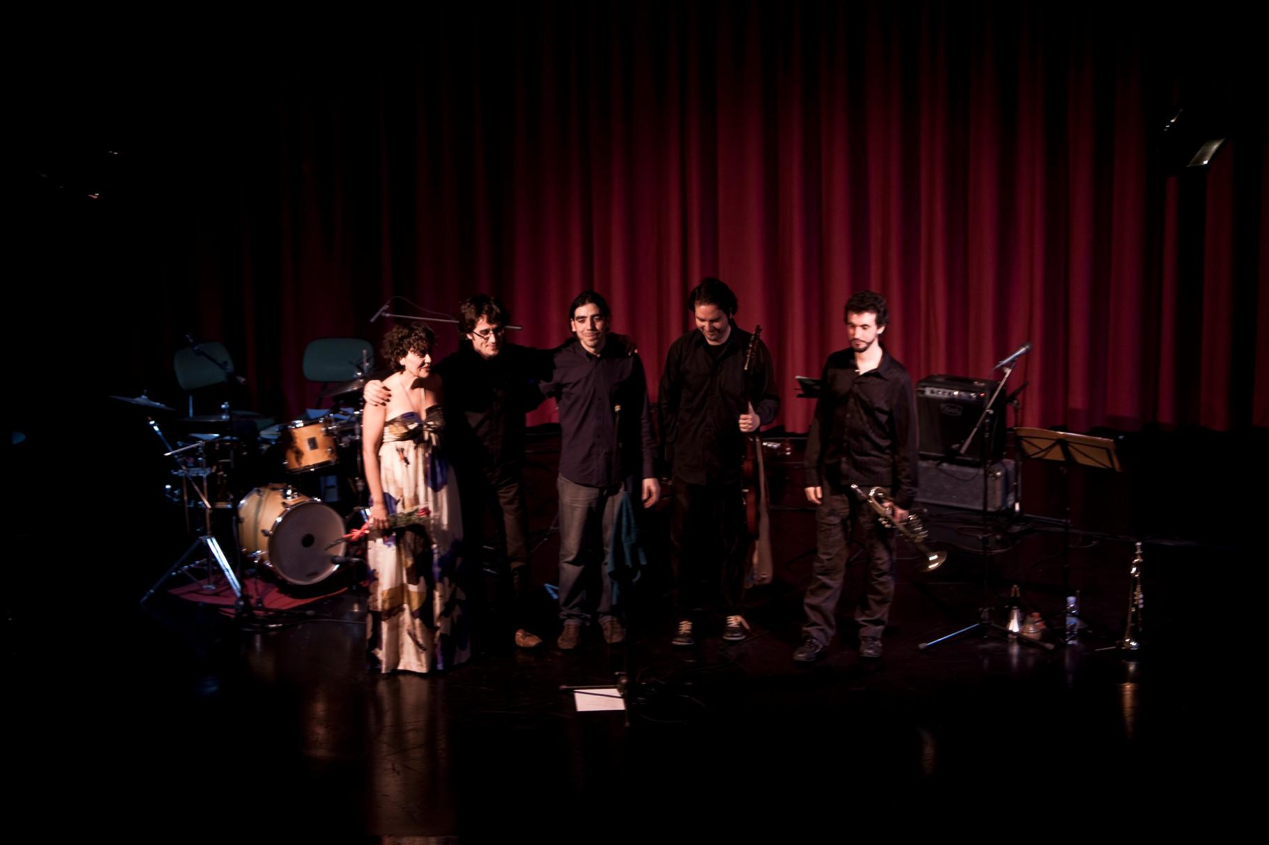 """QUINTETO con CARLOS ROSSI (trompeta). PRESENTACIÓN """"La Espuma de los Días"""". CICLO MÚSICAS EN FEBRERO. SEVILLA. 2009. FOTOS: ANTONIO MARTINEZ RUBIOPRESENTACIÓN """"La Espuma de los Días"""". CICLO MÚSICAS EN FEBRERO. SEVILLA. 2009"""