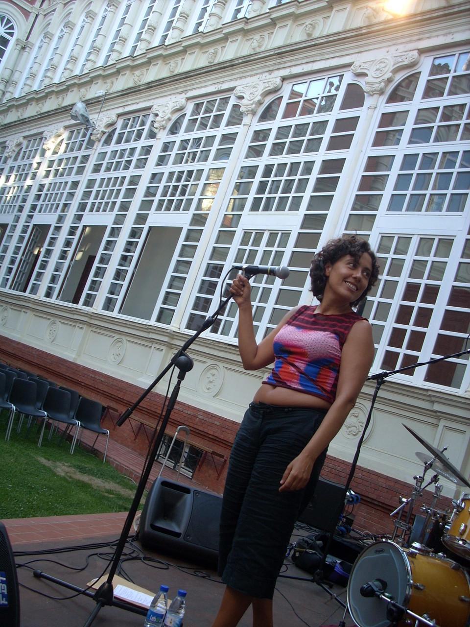 LOLA BOTELLO.  CICLO PUESTAS DE SOL. PALENCIA. VERANO 2009