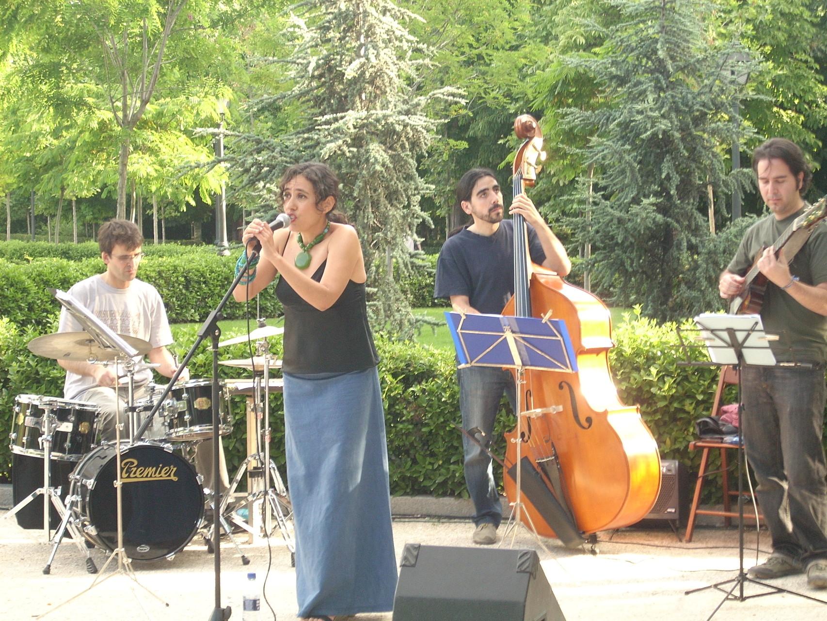 """CUARTETO CON JESÚS RASTRO (batería). CICLO """"El Bosque Cuenta"""". PARQUE DEL RETIRO. MADRID. 2008"""