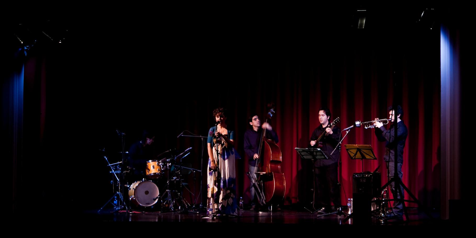 """QUINTETO con CARLOS ROSSI (trompeta). PRESENTACIÓN """"La Espuma de los Días"""". CICLO MÚSICAS EN FEBRERO. FOTOS: ANTONIO MARTINEZ RUBIO. SEVILLA. 2009"""