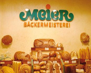 """<b>Raumkonzept für eine Bäckerei:</b><br />Warme Farben, abgestimmt auf die Produktpalette <br />und eine Oberflächenstruktur mit Vertiefungen -wie eine """"knusprig-krosse"""" Brotkruste!"""