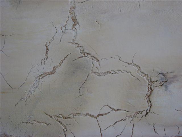 <b>Craquele:</b><br />historische gerissene Oberfläche, auch für moderne Wandgestaltung.