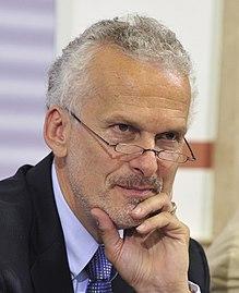 Fotoquelle: Wikipedia https://de.wikipedia.org/wiki/Josef_Moser_(Jurist)#/media/File:Josef_Moser_(4741871116).jpg