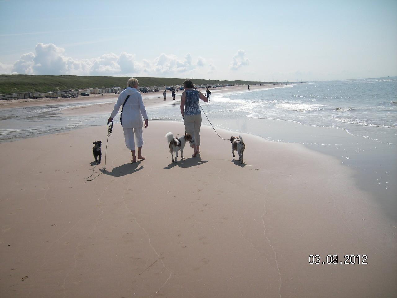 Am Strand mit Karin und Marnie