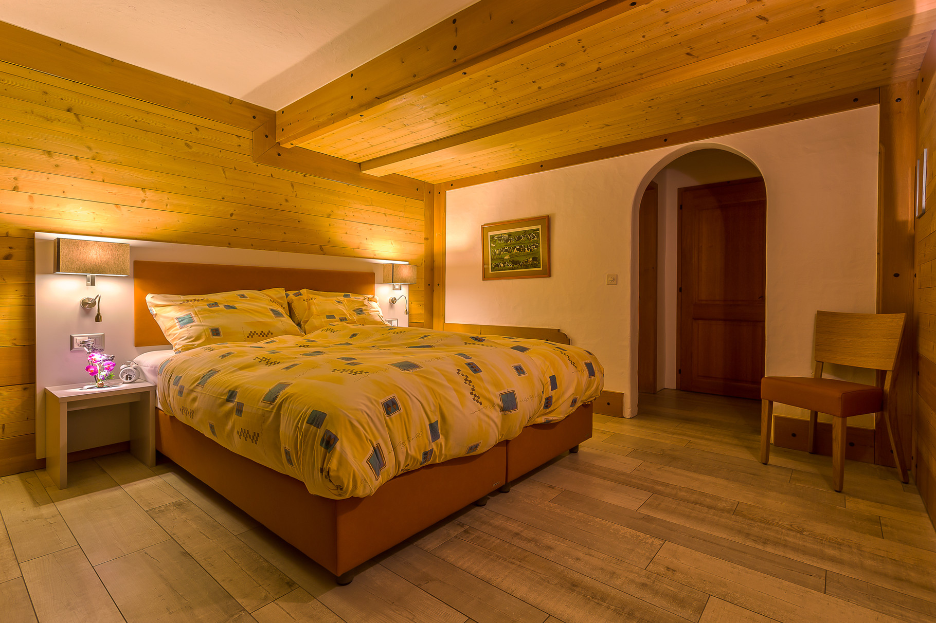 The sleeping side, with one king size or two single bed