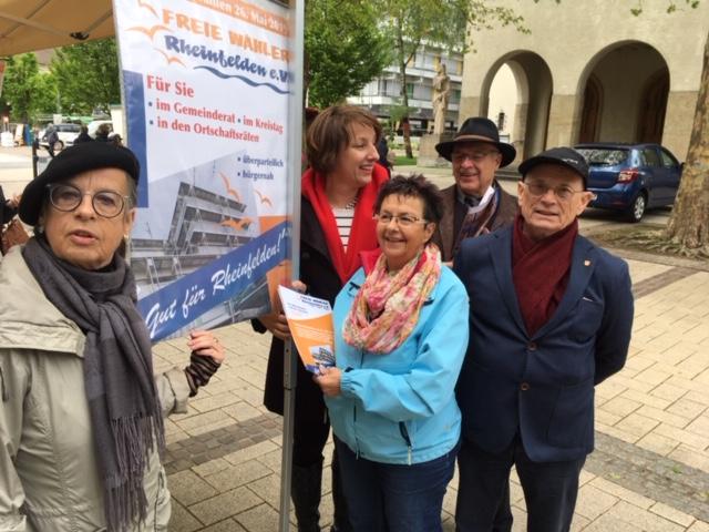 Karin Reichert-Moser, Christine Trautwein-Domschat, Rita Rübsam, Ewald Lützelschwab und Reinhard Börner mit unserem Plakat