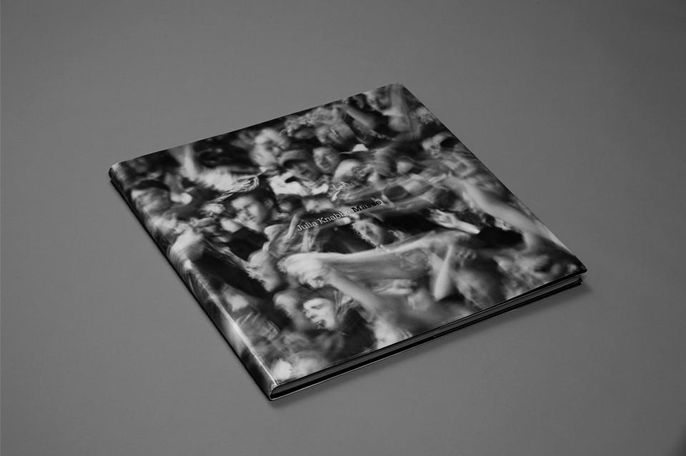 © Julia Knabbe, crowd, photobook,40 x 40 cm, 50pages, 2011