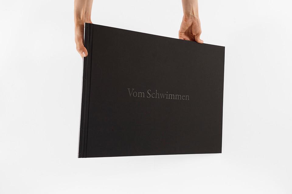 © Julia Knabbe, Vom Schwimmen, artist book, Materialverlag, 41 x 57,9 cm, print run: 20 copies, ISBN 978 3 944954 06 6, 2014
