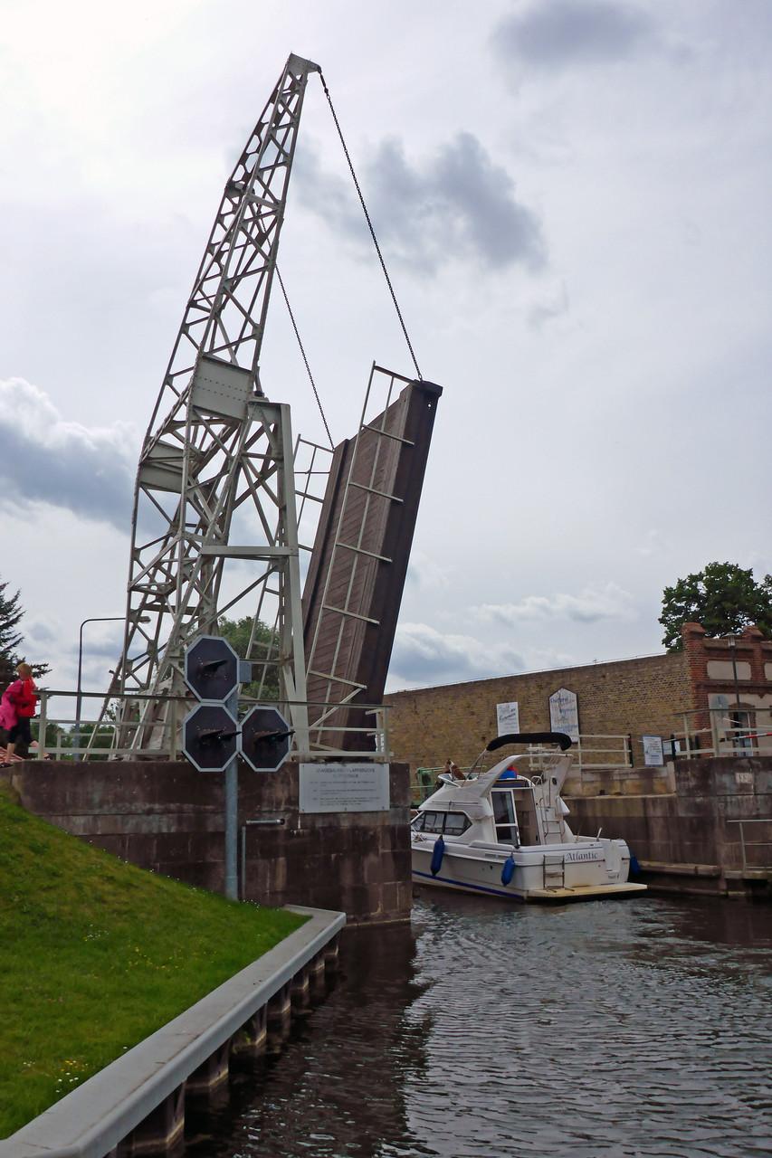 Die Klappbrücke von Altfriesack.