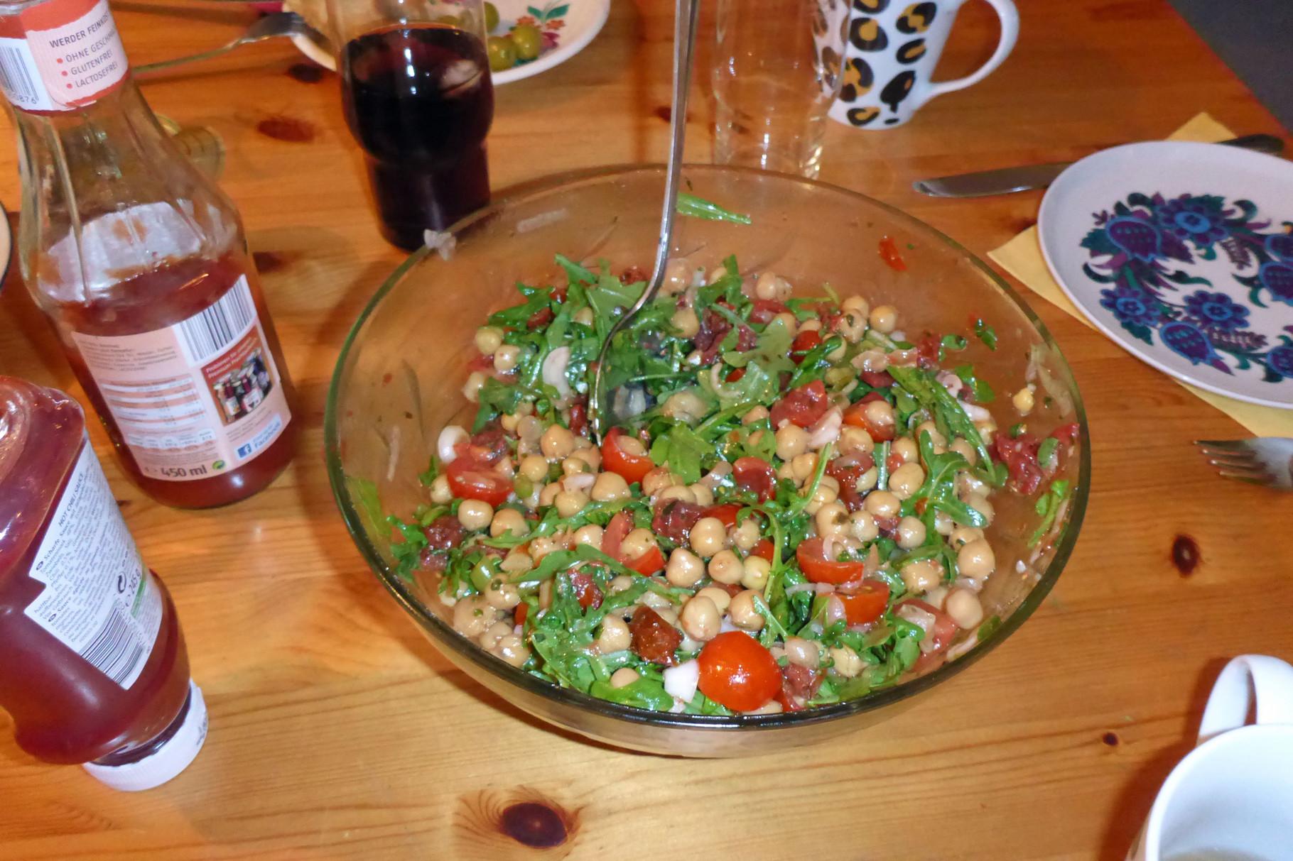 und ich mache Salat dazu.