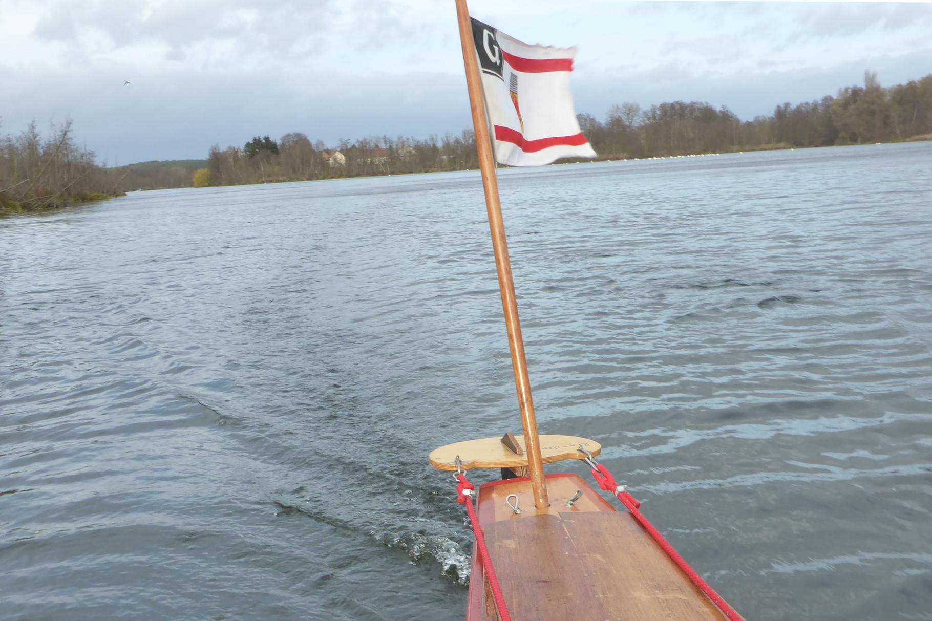 Schon weht die Flagge wieder im Wind.