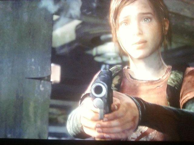 Ellie erschießt den Hunter im letzten Augenblick