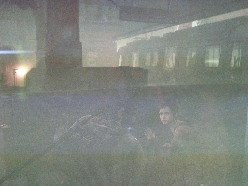 Joel mit und Ellie ohne Atemschutzmaske