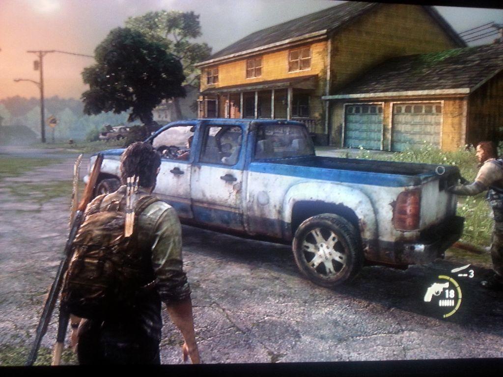 Wagen mit Ellie am Steuer