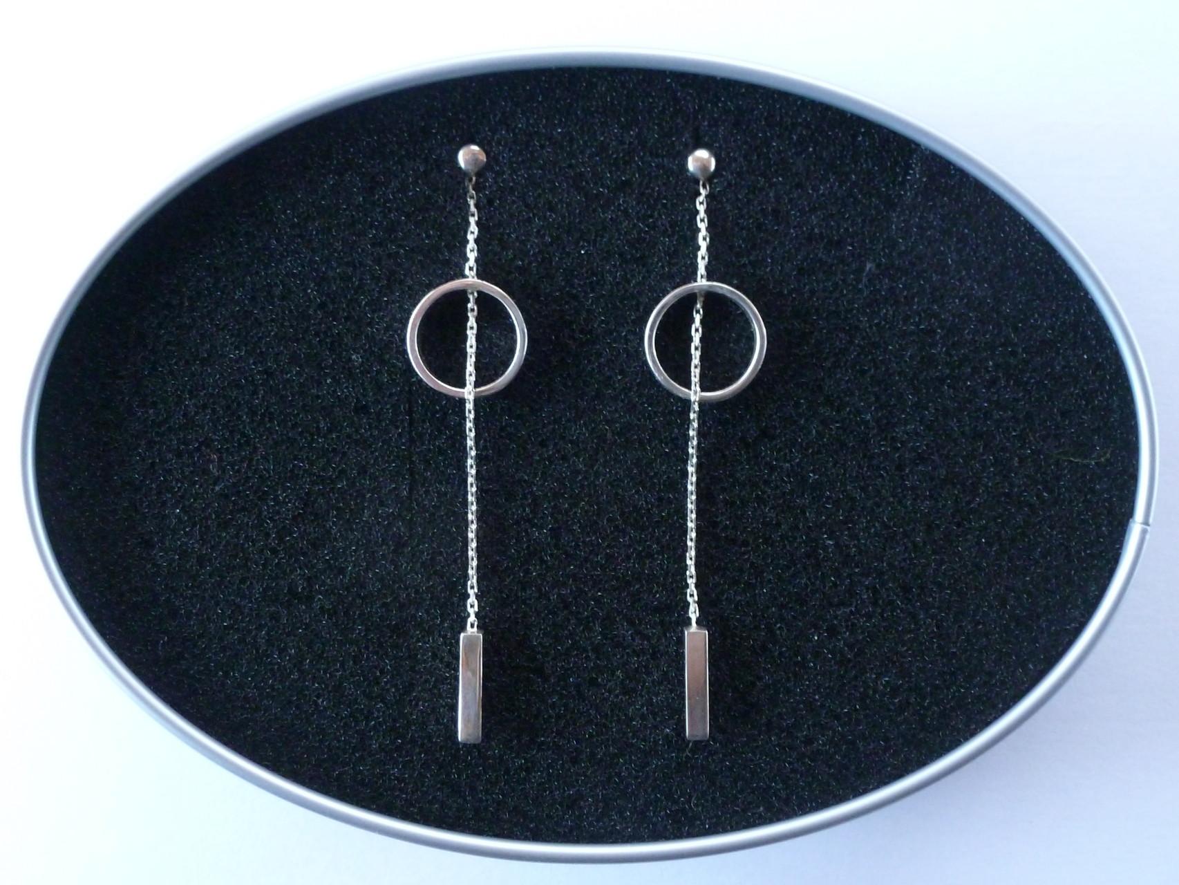 Boucles d'oreilles cercles et fils carrés