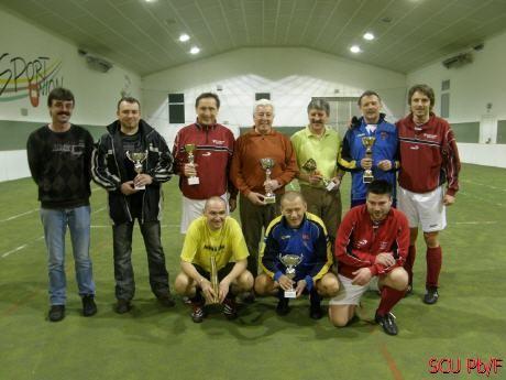 Hösch Johann (stehend, 6. von links), Helmut Krupitza (hockend Mitte, als bester Spieler). 1995 in Poysbrunn.