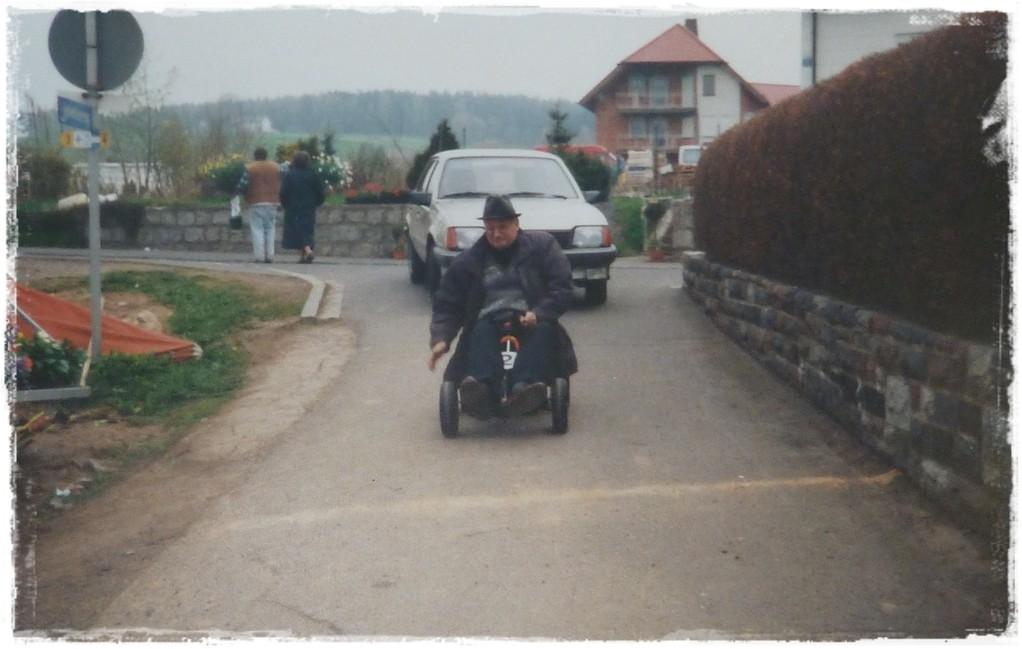 1997 - Ein Besucher nutzt die ersten Fahrzeuge der Gärtnerei