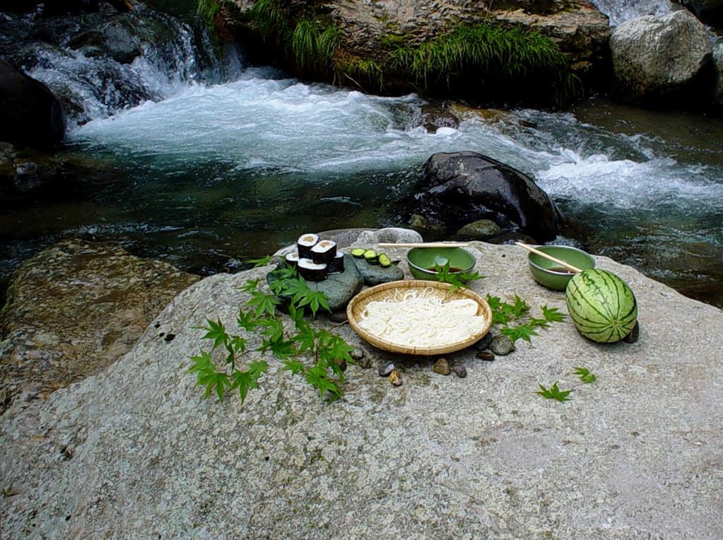 夏の渓流での昼食/大分県筑後川上流