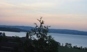 Blick über den Bodensee im Abendlicht vom Blindenzentrum Landschlacht aus