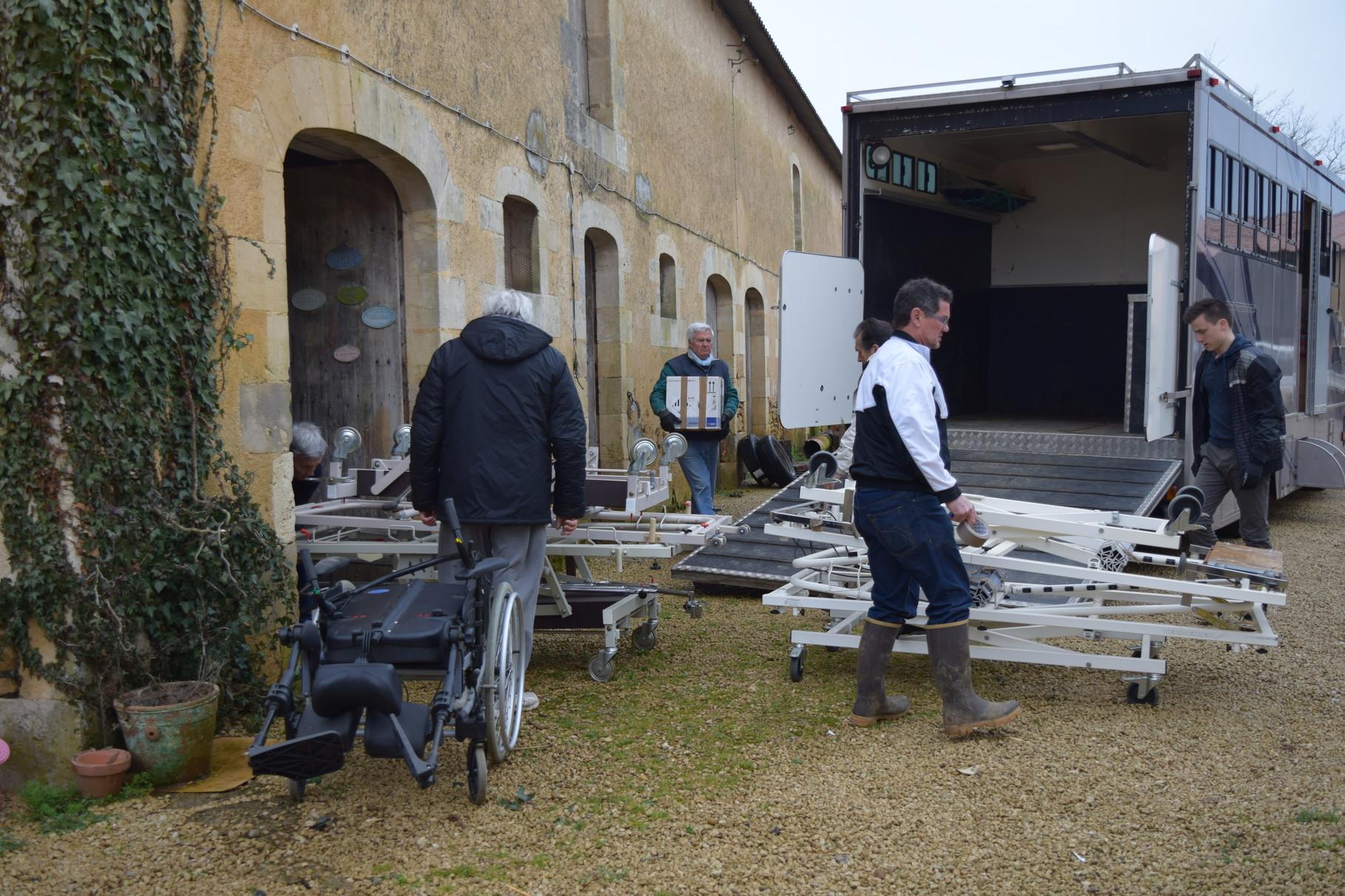 Avril 2016 : Chargement du matériel stocké à Marigny-Chémereau pour les CREN du Boulkiemdé