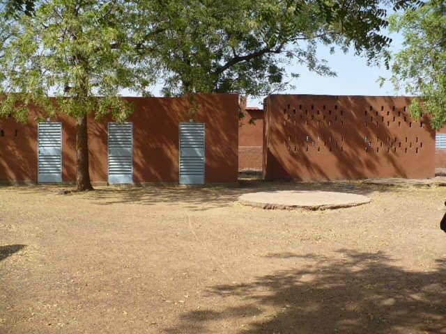 Bâtiment d'hospitalisation restauré par Adéga au CREN de Koubri