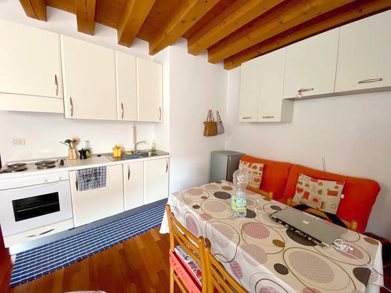 Soggiorno-cucina-camera