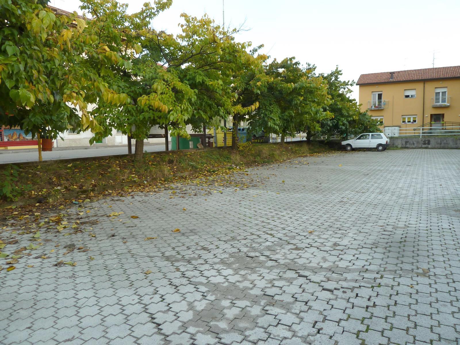 Parcheggio libero fronte ufficio
