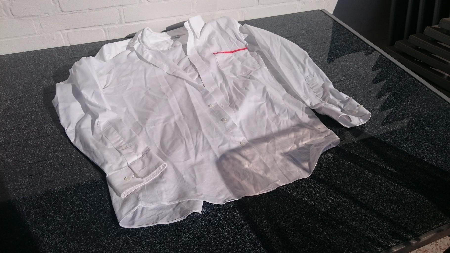 Herren-Oberhemd in weiß.