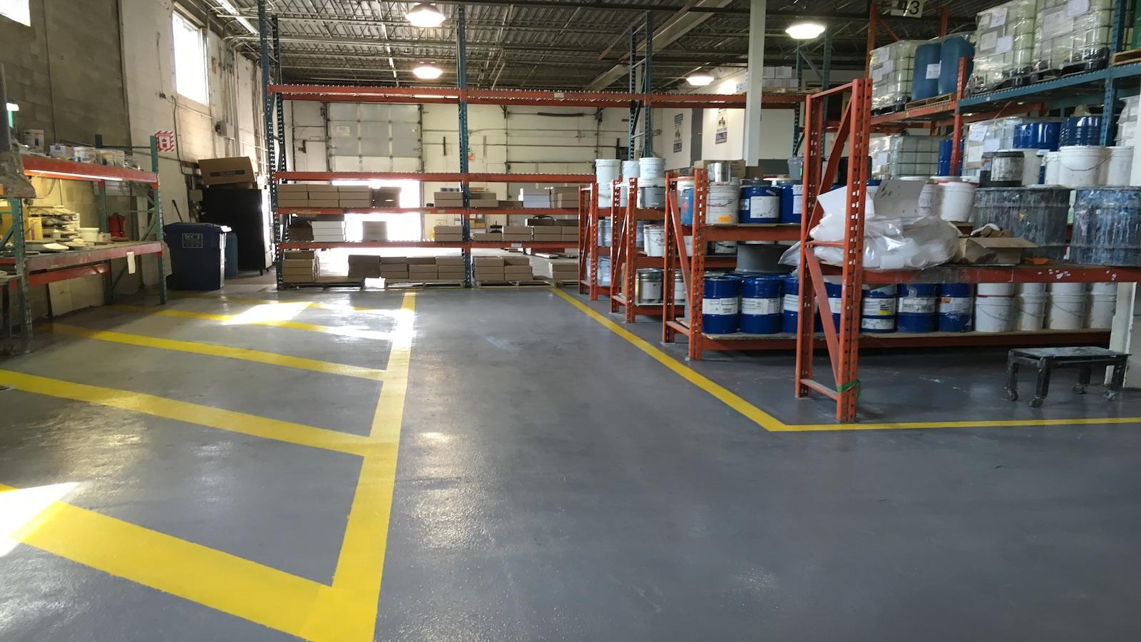 Pintar suelos para naves de aprovisionamiento