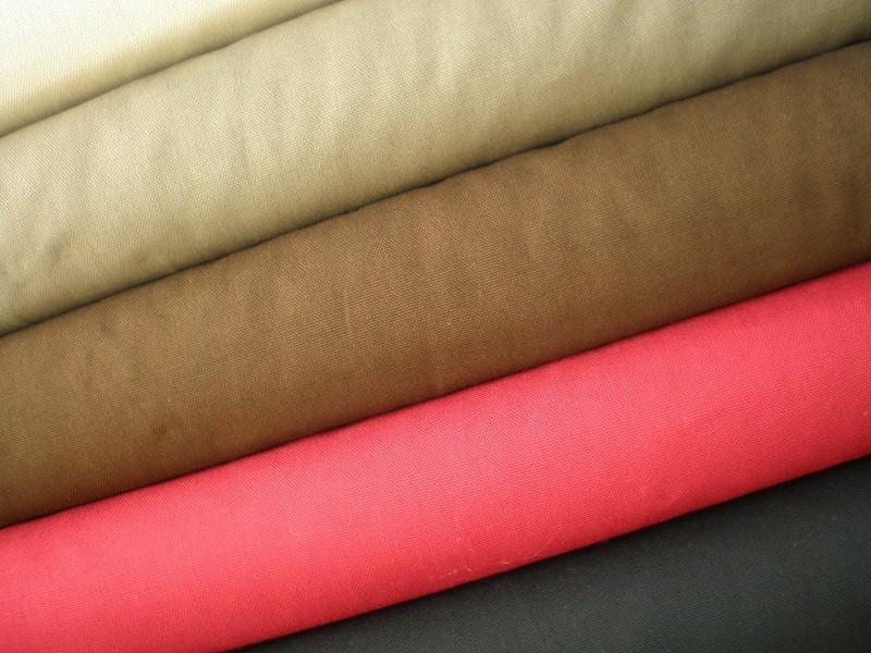 Neue Farben für den Winter: Canvas, BW, 150cm breit, Euro 12,50, Farbe schwarz, dunkel rot, dunkel braun, khaki braun, beige