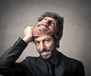 Die Persönlichkeit hinter der Maske herausfinden / Maskierung und Schein enttarnen