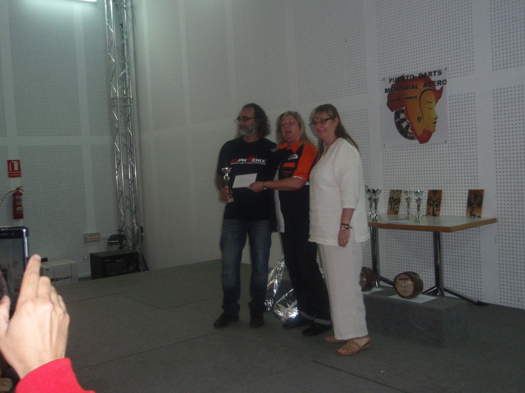 Carles Arola recogiendo el trofeo
