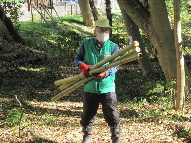ベンチ用竹の運搬