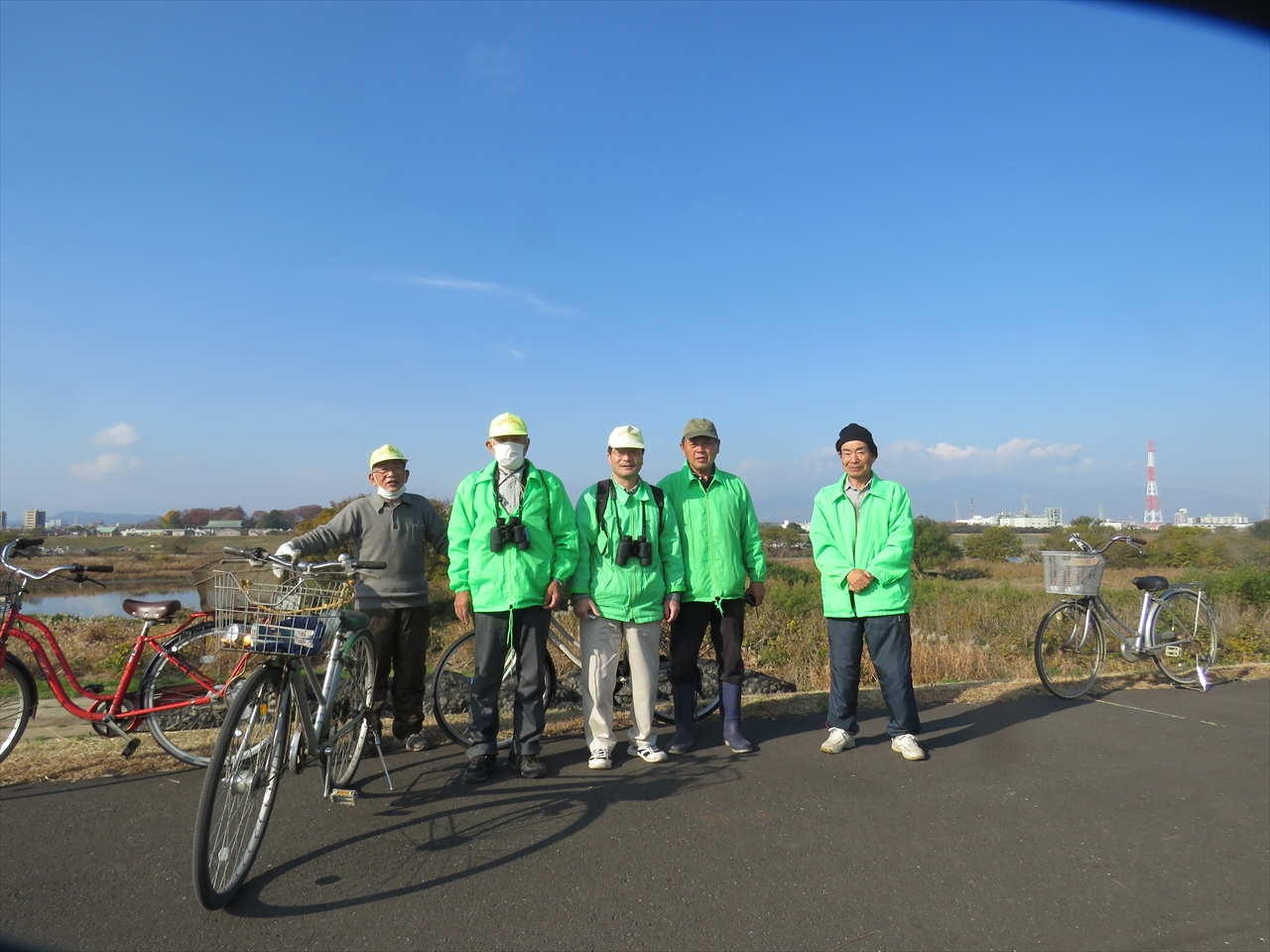 目久尻川と相模川合流点で記念写真