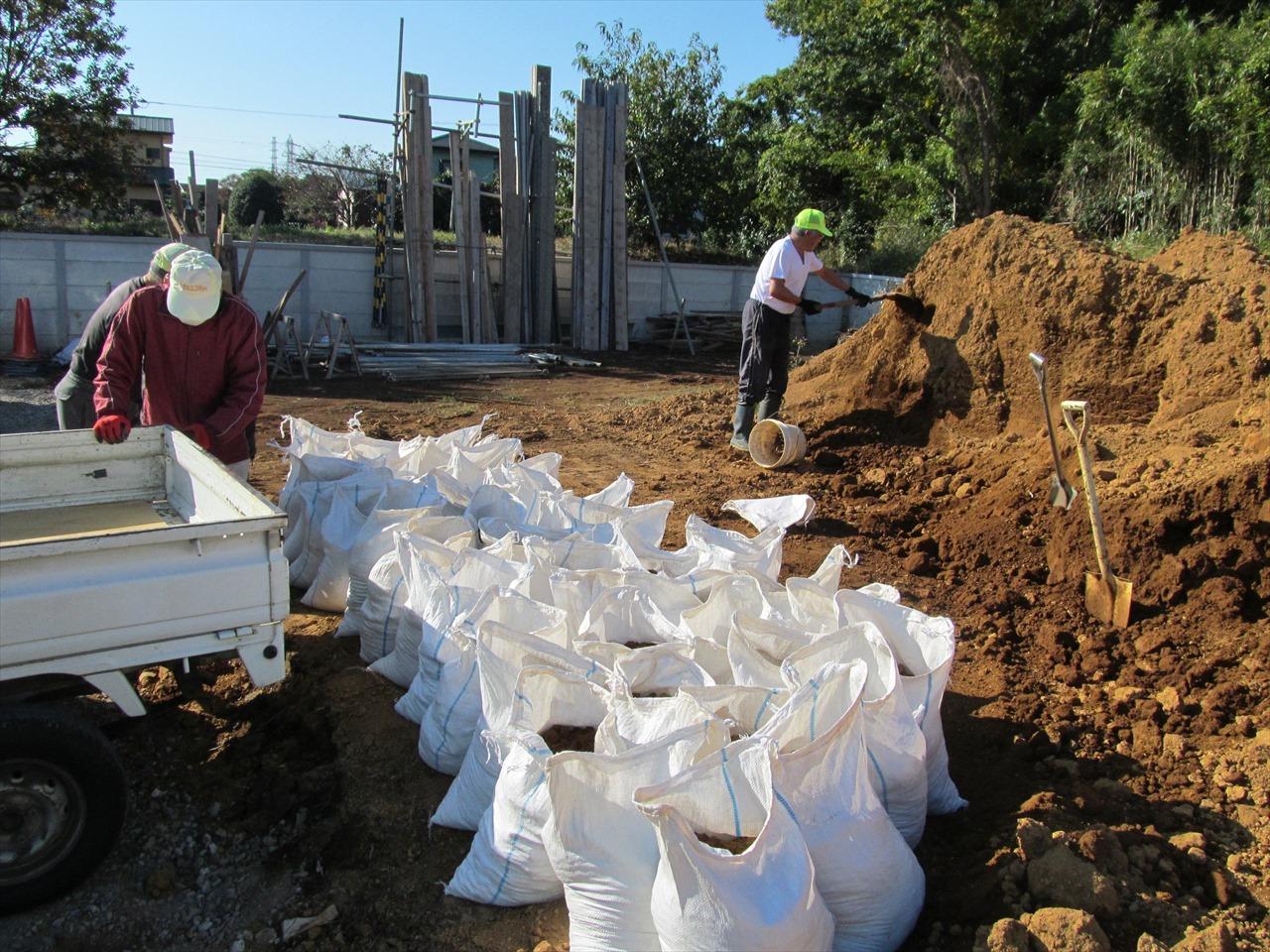 土運搬用土嚢作成