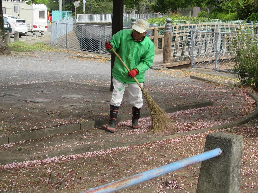 中里公園の周辺清掃