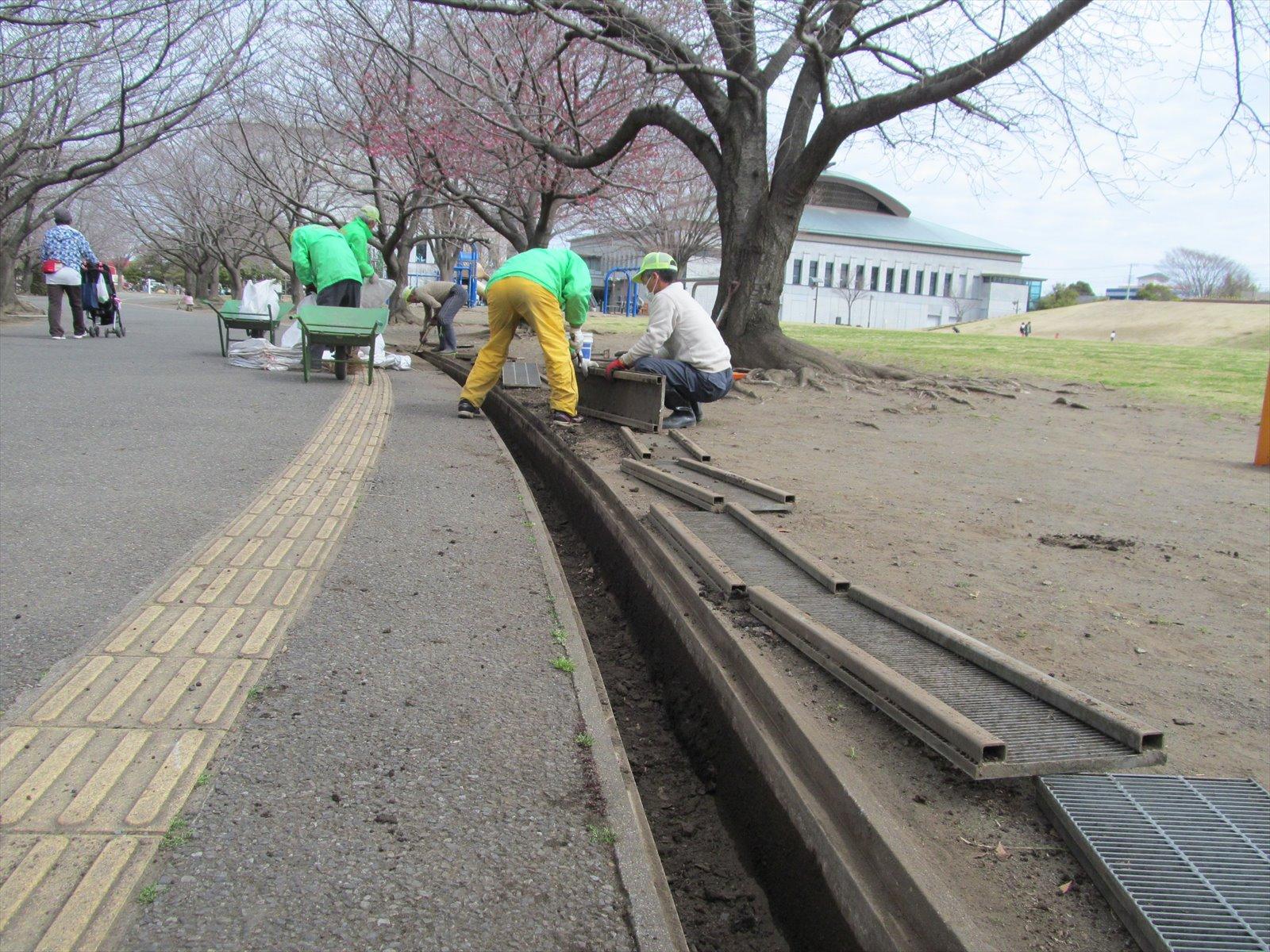 土砂を除去した側溝