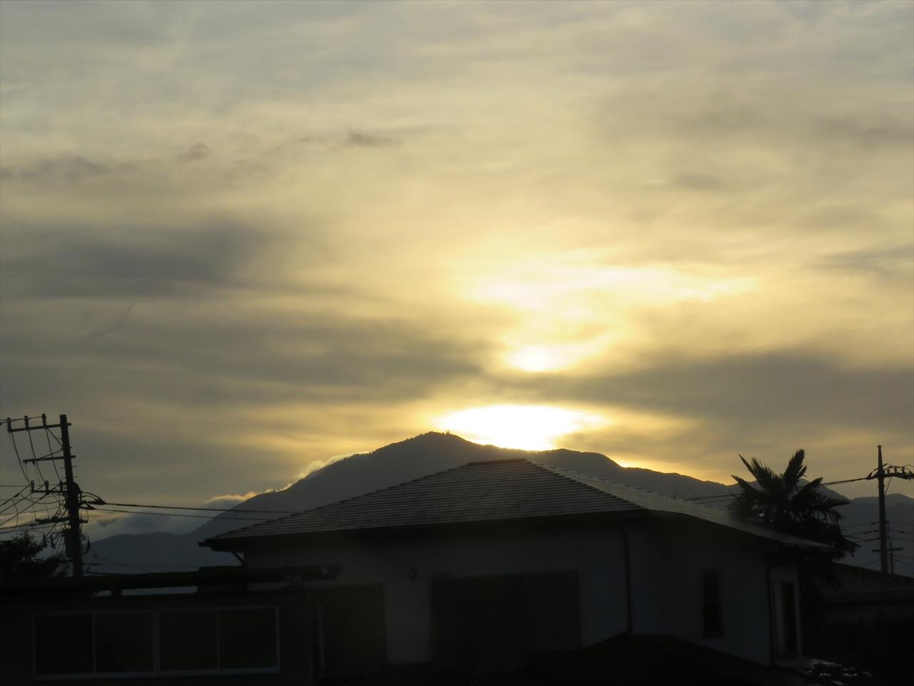 大山に沈む夕日