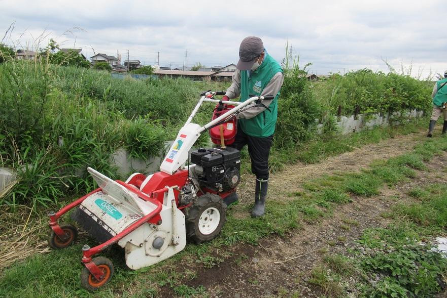 作業開始_自走式草刈り機
