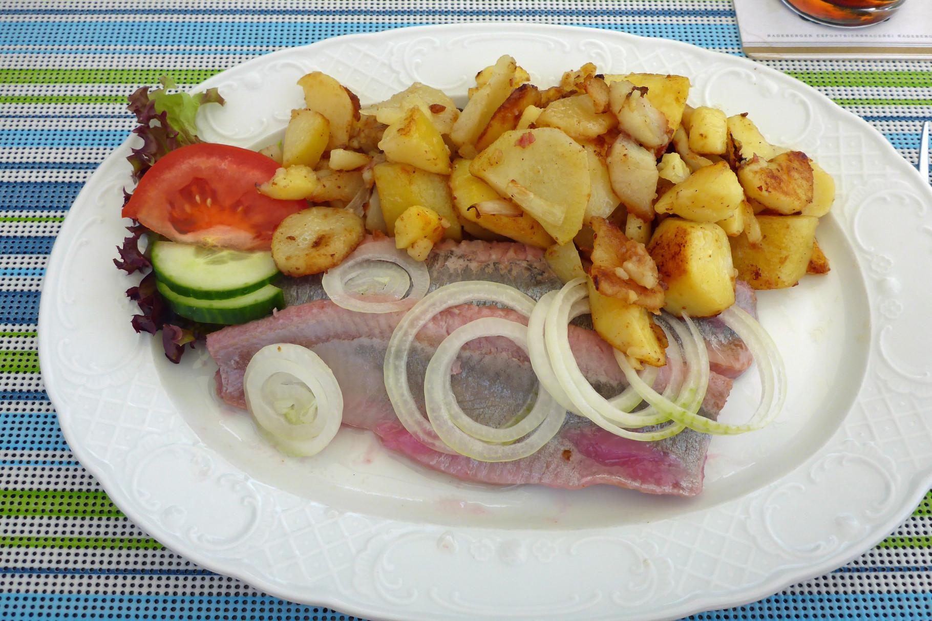 Leckeres Essen in Hütte.