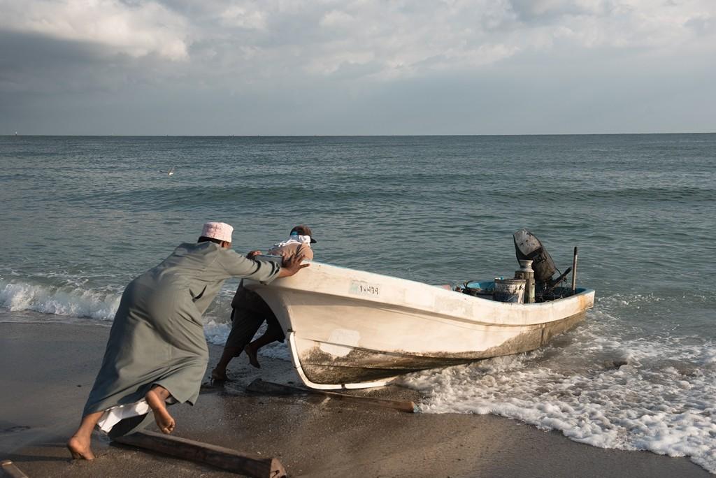 Wudam Al Sahir ist ein Fischerdorf. Die Fischer fahren dort sowohl nachts, wie auch morgens kurz nach Sonnenaufgang und abends zum Sonnenuntergang zum Fischen raus. Foto: Andrea Weiner