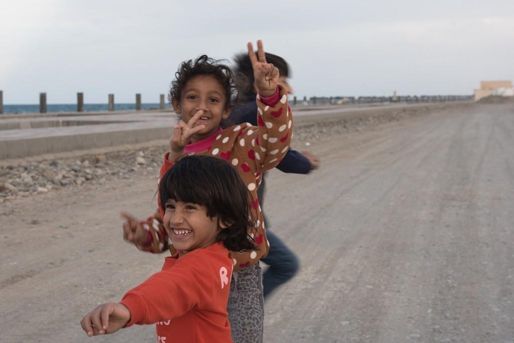 Bis dahin reicht das Strahlen der Kinderaugen und das Lächeln der Omanis, um sich in diesem Land auf der arabischen Halbinsel wohl und willkommen zu fühlen. Foto: Andrea Weiner
