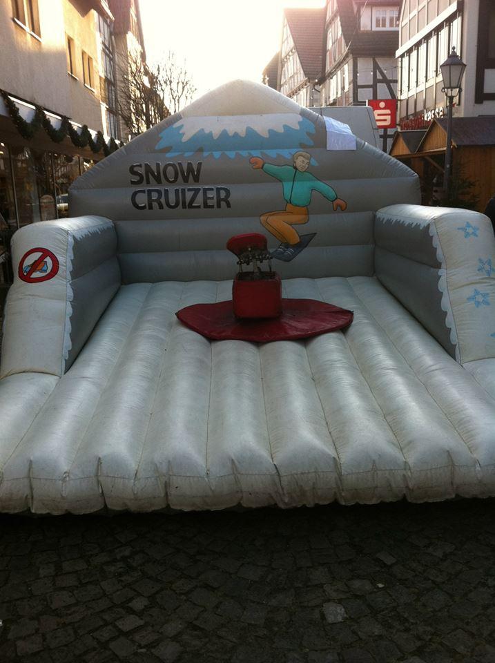 Snowboard Simulator, Platzbedarf 4,5x4,5x2,5 Meter