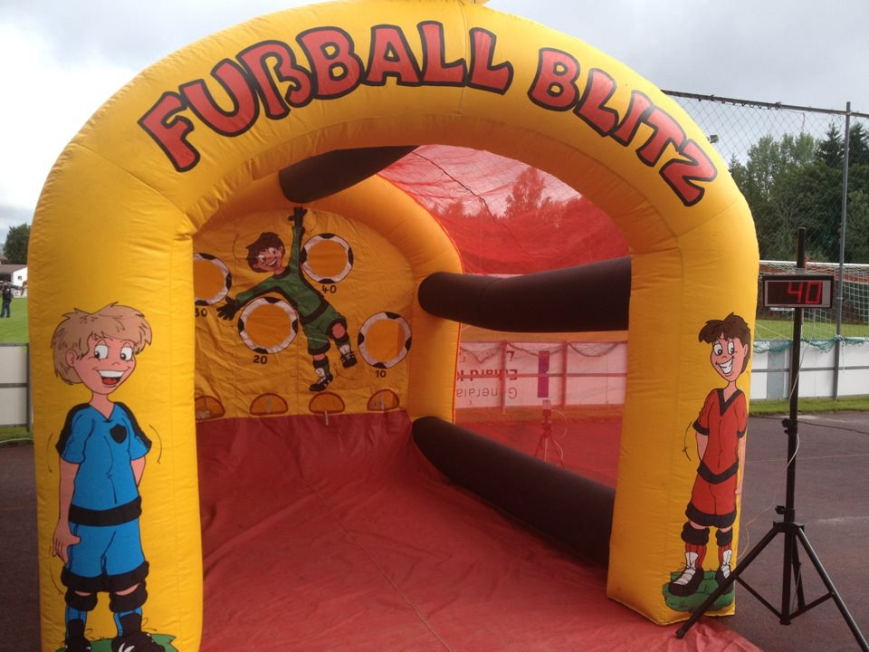 Fußball Blitz, Platzbedarf 3x4x4 Meter