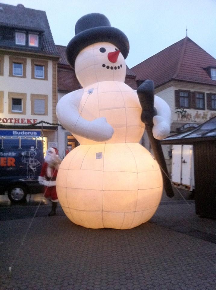 Riesen Schneemann beleuchtet 5x5x6 Meter