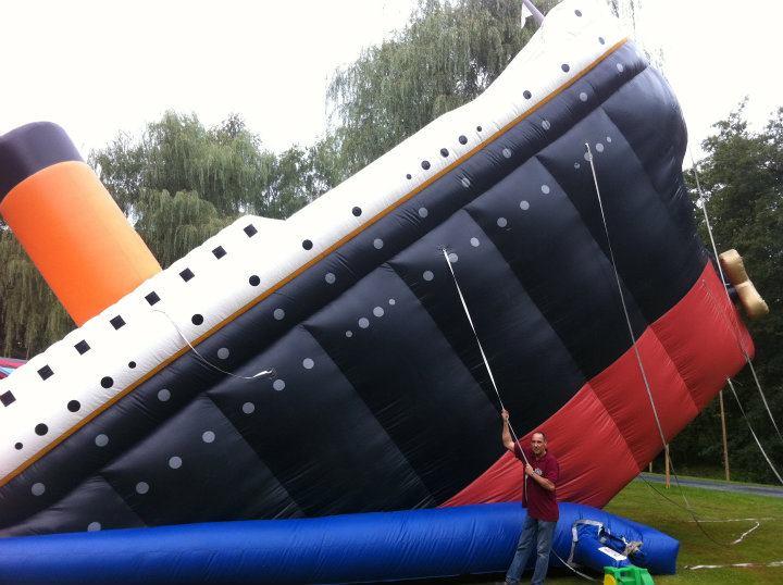 Titanic Riesenrutsche, Platzbedarf 15x6x8 Meter