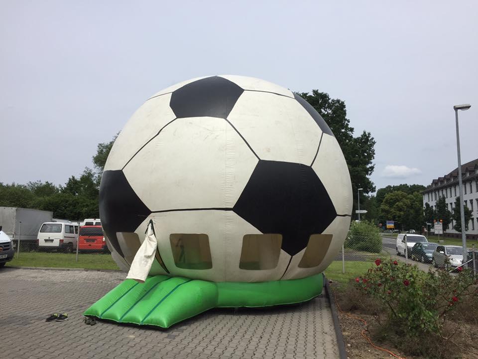 Mega Ball Hüpfburg, Platzbedarf 7x7x7 Meter