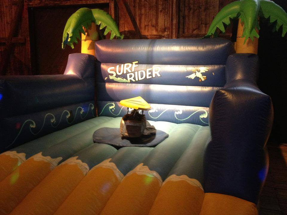 Surf Simulator, Platzbedarf 4,5x4,5x2,5 Meter