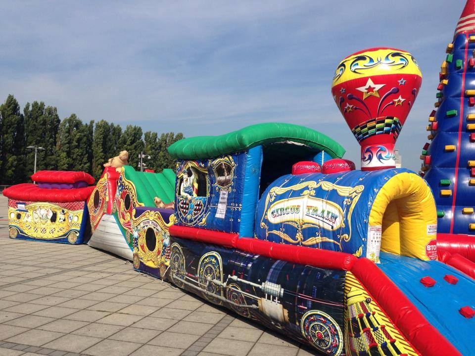 Zirkus Zug, Platzbedarf 15x5x4 Meter
