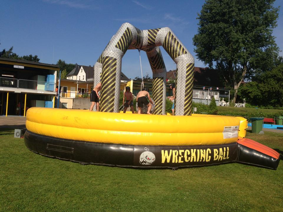 Wrecking Ball, Platzbedarf 8,5x8,5x5 Meter